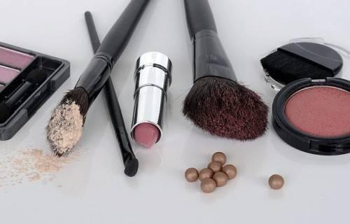 cosmetics-1367779_640
