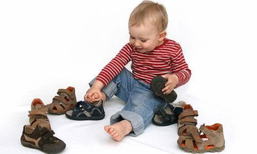 kak-vybrat-detskie-sandali