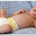 Как менять подгузник новорожденному?