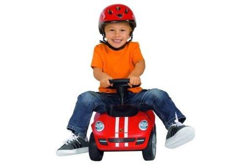 ребенок на машинке