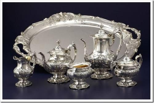 Закладывать столовое серебро бесполезно