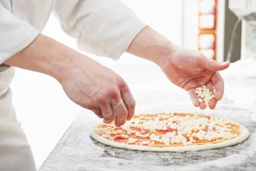 Как делают пиццу