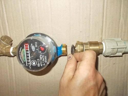 Как ставить счётчики на воду в квартире