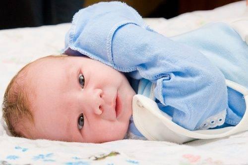 Сколько ползунков и распашонок нужно новорожденному