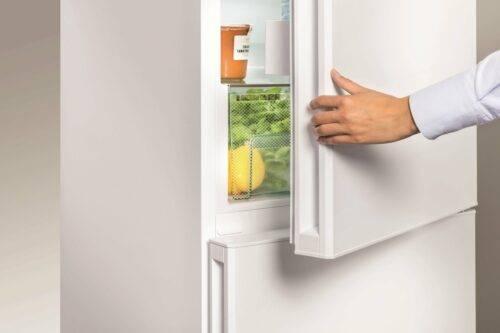Не закрывается дверца холодильника: что делать