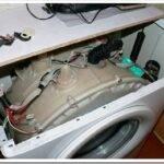Стиральная машина стучит при отжиме — причины и что делать